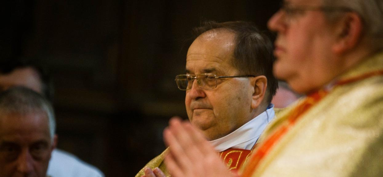 Przyjaciel Rydzyka apeluje do rządu. Chce zwiększenia liczby wiernych w kościołach, bo brakuje pieniędzy na tacach