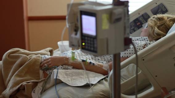 Kobieta obudziła się w szpitalu