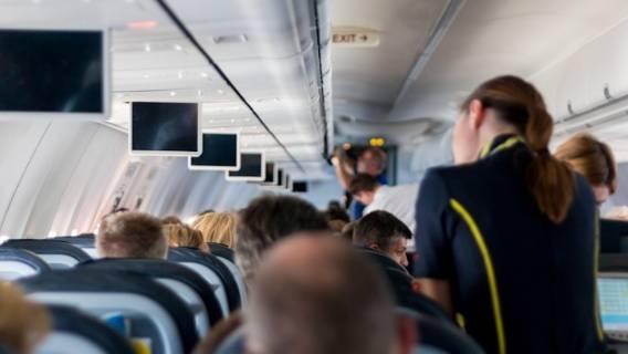 Po tym odkryciu mężczyzna zapewne zrezygnuje z zamawiania jedzenia w samolocie