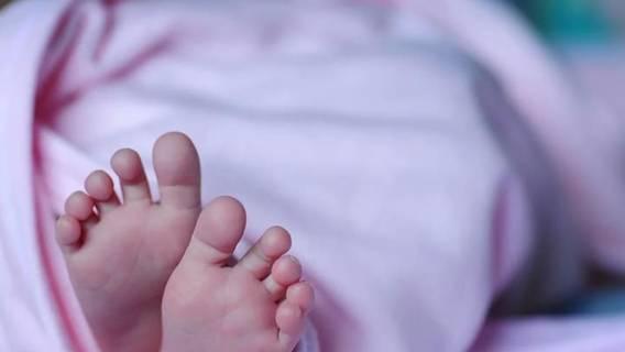 Niemowlę znęcali się nad 4-miesięczną córeczką