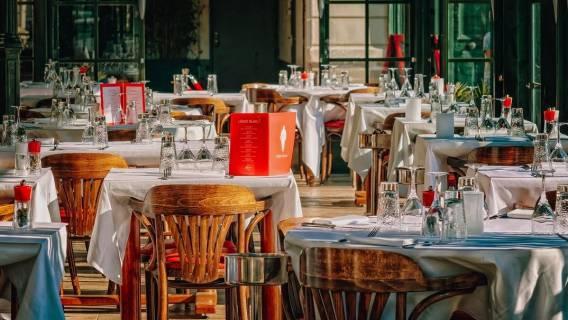 Restauracja - klienci zakażeni koronawirusem