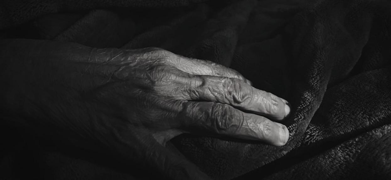Wnuczek zabił własną babcię. Porażające szczegóły zbrodni w polskim mieście