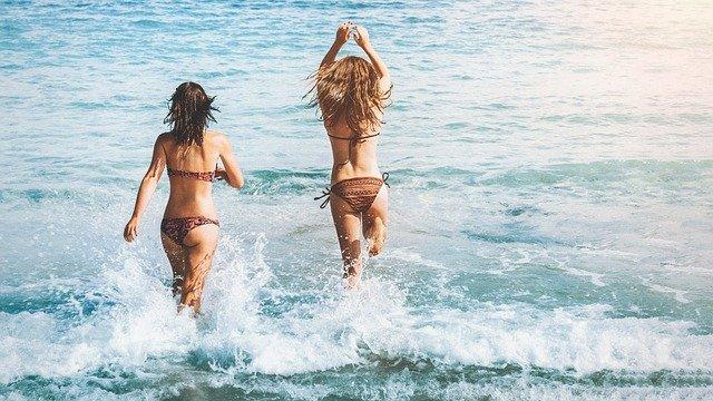 Zła wiadomość dla urlopowiczów. Kąpiel w Bałtyku jest niebezpieczna, szczególnie dla dzieci i starszych osób