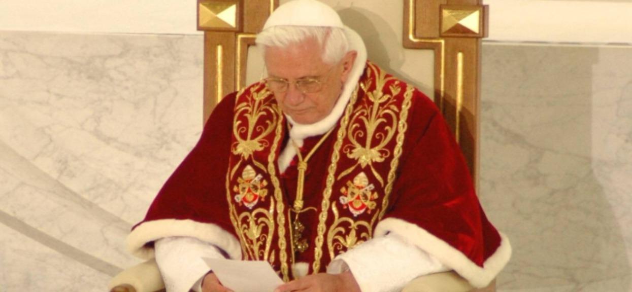 Watykan potwierdził smutne informacje. Chodzi o Benedykta XVI