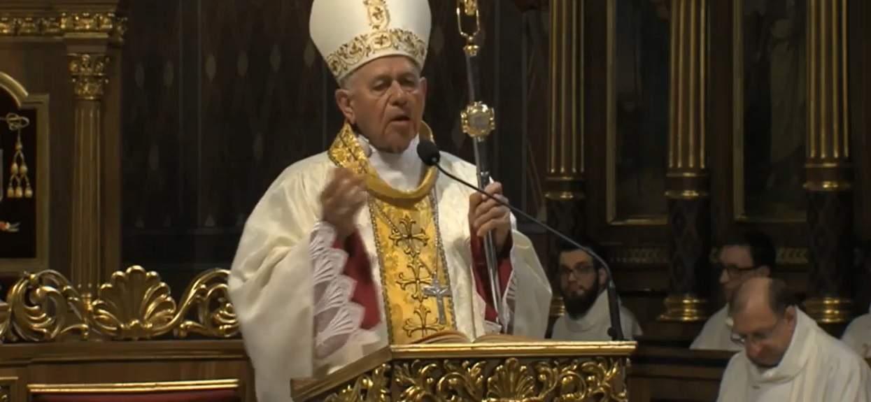 """Biskup Napierała: """"Trzeba milczeć dla dobra wszystkich"""". Jest oskarżony o tuszowanie pedofilii wśród duchownych"""