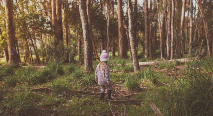 5-latka codziennie po kolacji wychodziła z domu. Raz ojciec poszedł za nią i zamarł, odkrył przykry powód