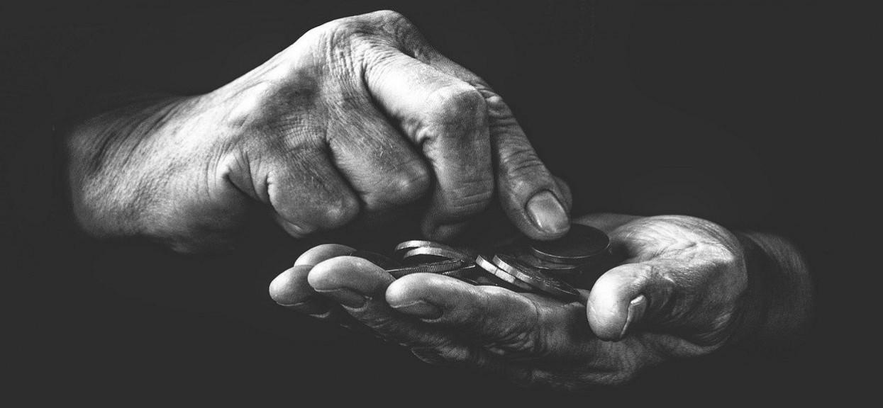 Emeryci mogą zyskać dodatkowo nawet 6000 złotych. Co należy zrobić?