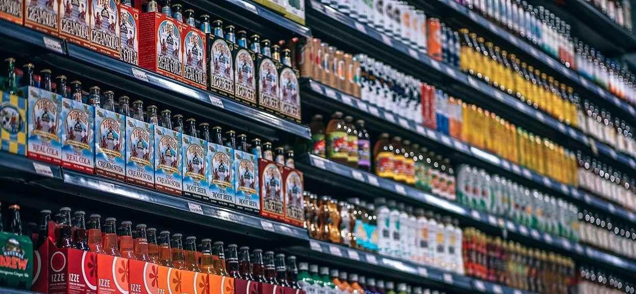 GIS ostrzega przed ulubionym napojem Polaków, może być śmiertelnie groźny. W butelkach może być szkło, natychmiastowo wycofany