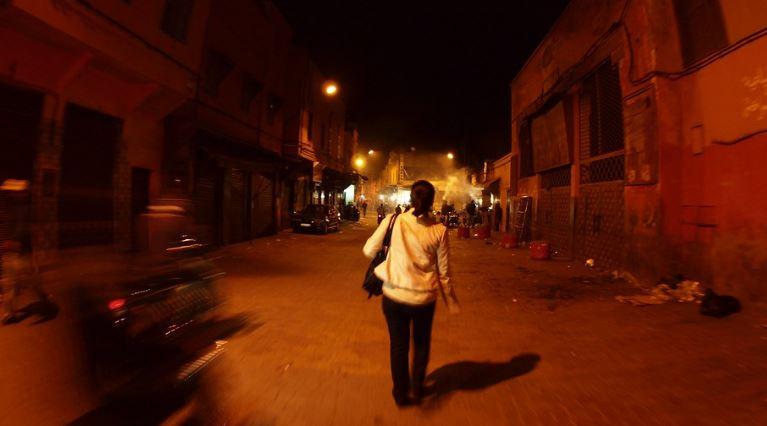 W nocy na ulicy podeszła do niego obca kobieta i przytuliła go. Wyszeptała mu kilka słów do ucha, musiał natychmiast zareagować