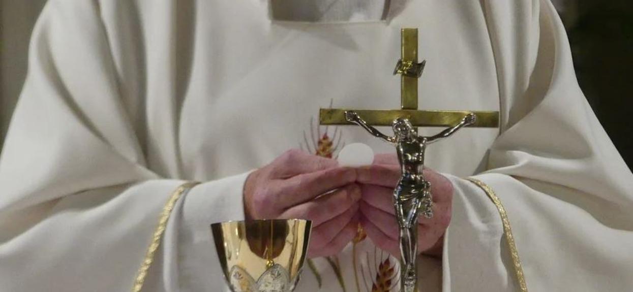Czy księża powinni rozliczać się z pieniędzy, jak każdy zwyczajny podatnik?