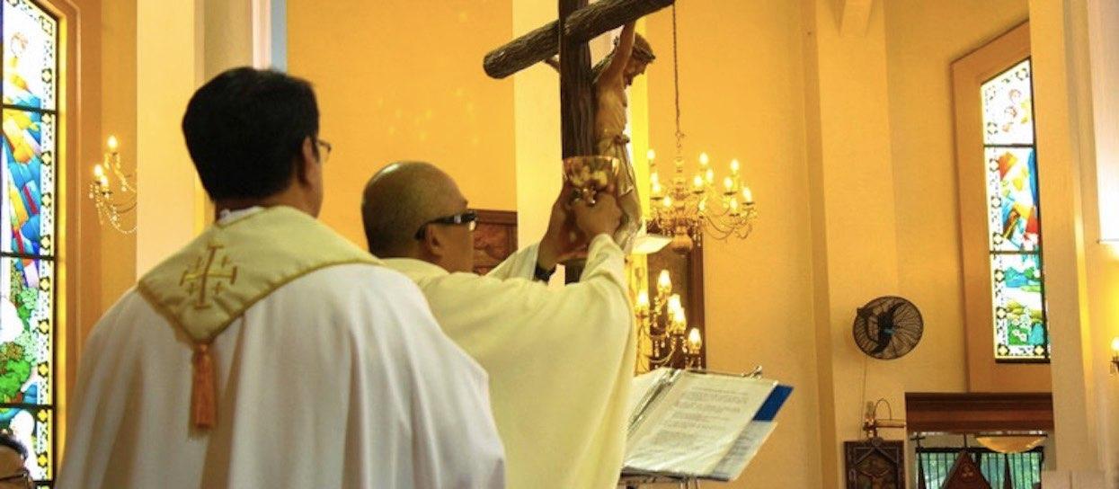 Czy księża powinni mieć możliwość ożenku i założenia rodziny?