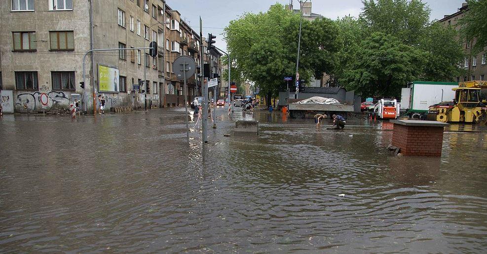 Jan z Małopolski opowiedział o porażających szczegółach powodzi. Uratował tylko album ze zdjęciami bliskich