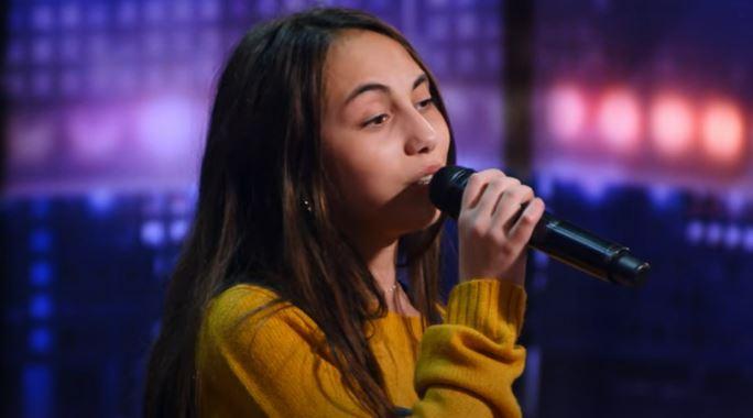 """Juror """"Mam talent"""" przerwał 12-latce występ, nie przeszła dalej. Po chwili wparowała na scenę i chwyciła mikrofon, publiczność zaniemówiła"""