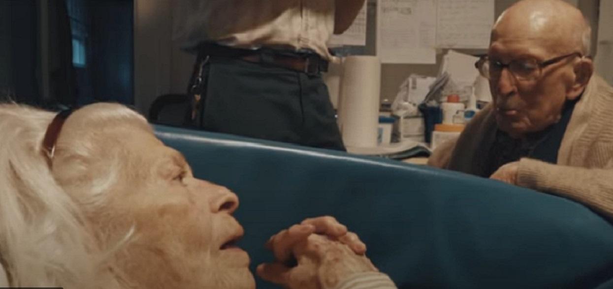 Odwiedził żonę w 80. rocznicę ślubu. Gdy wypowiedział kilka słów, ich wnuk nie wytrzymał, zalał się łzami