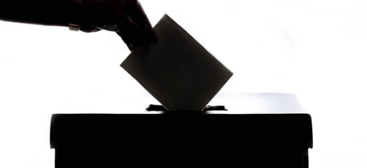GW: Członek komisji fałszował karty do głosowania. Wiadomo, komu chciał zaszkodzić