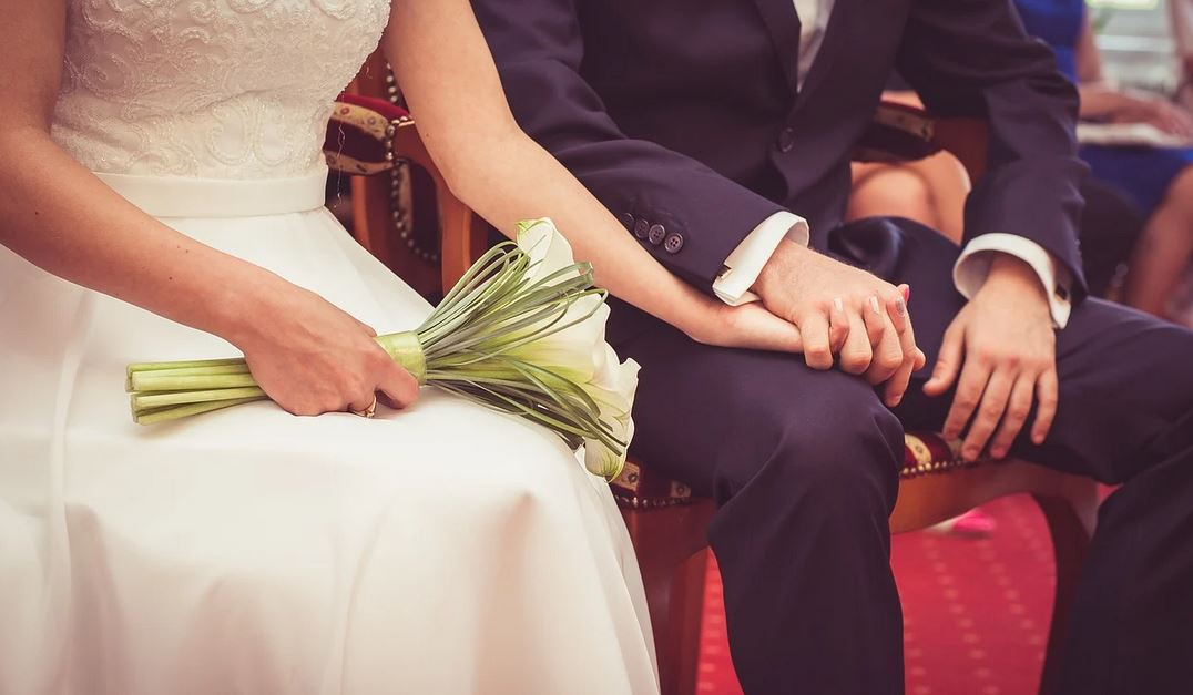 Zobaczyli zaproszenie na ślub i dostali mdłości. Zdjęcie mówił wszystko, młoda para przesadziła?