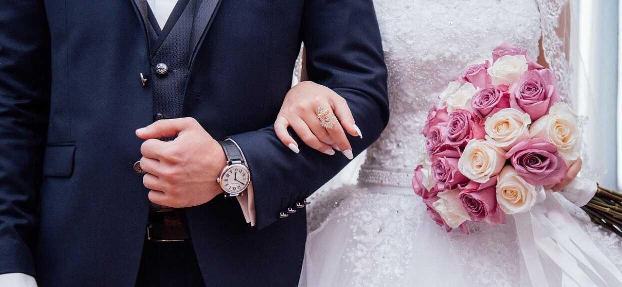 Poszli do ślubu i usłyszeli od księdza poniżające pytania. W głowie się nie mieści
