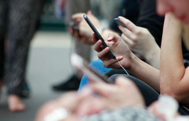 Polacy masowo otrzymują SMS-a o jednej treści. Wystarczy kilka sekund, żeby stracić swoje pieniądze