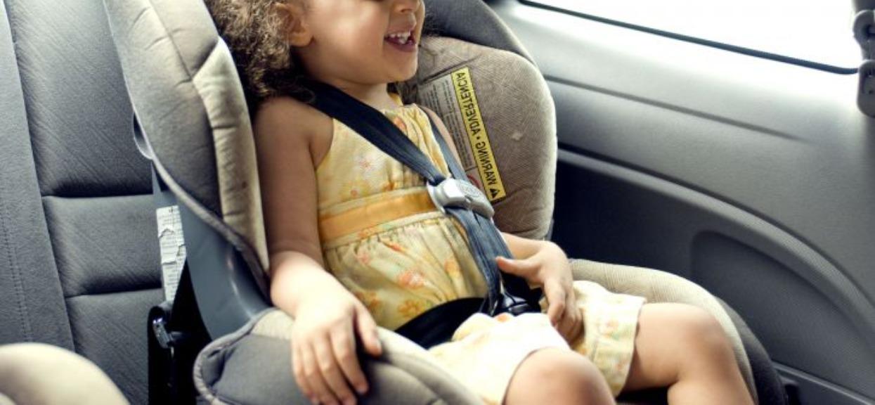 Tata zamknął córkę w samochodzie i poszedł do pracy. Wrócił po 7 godzinach, niestety było już za późno