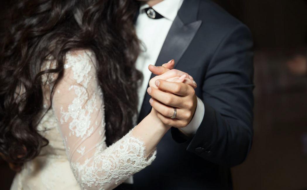 Porażające informacje z wesela. Zakażeni rozjechali się po całej Polsce