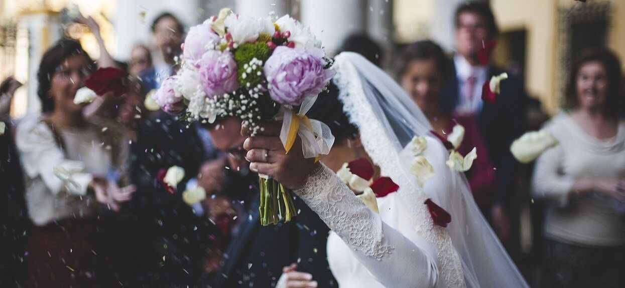 Na weselu miało się zjawić 80 osób. Kiedy do panny młodej zadzwonił telefon i usłyszała głos w słuchawce, momentalnie zalała się łzami