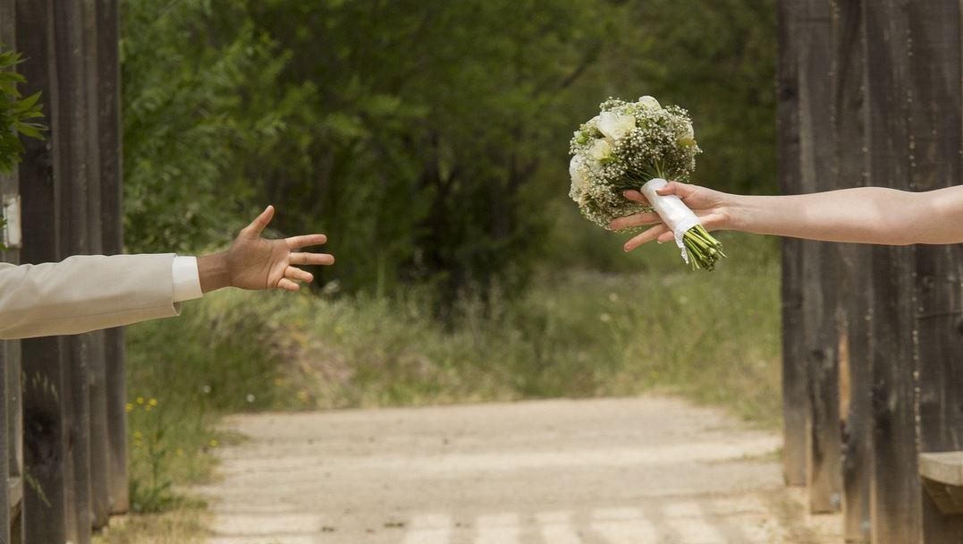 Pan młody nagle uciekł ze swojego wesela i zostawił żonę samą. Powód nie mieści się w głowie, jak Joanna może mu pozwalać?