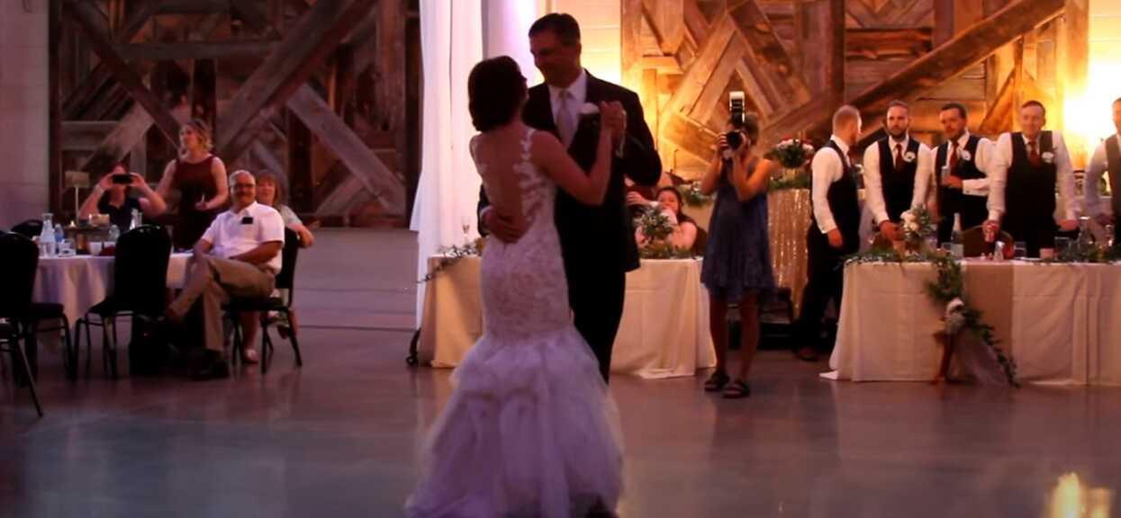 Ojciec panny młodej poprosił ją do tańca. Chwilę później goście zaczęli krzyczeć, niebywałe sceny na weselu