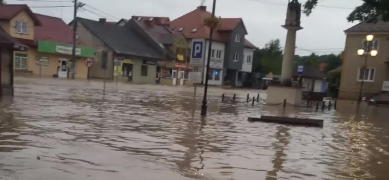 Polskie miasto zostało totalnie zalane, sytuacja prawdopodobnie najgorsza w Polsce. Mieszkańcy są zdruzgotani