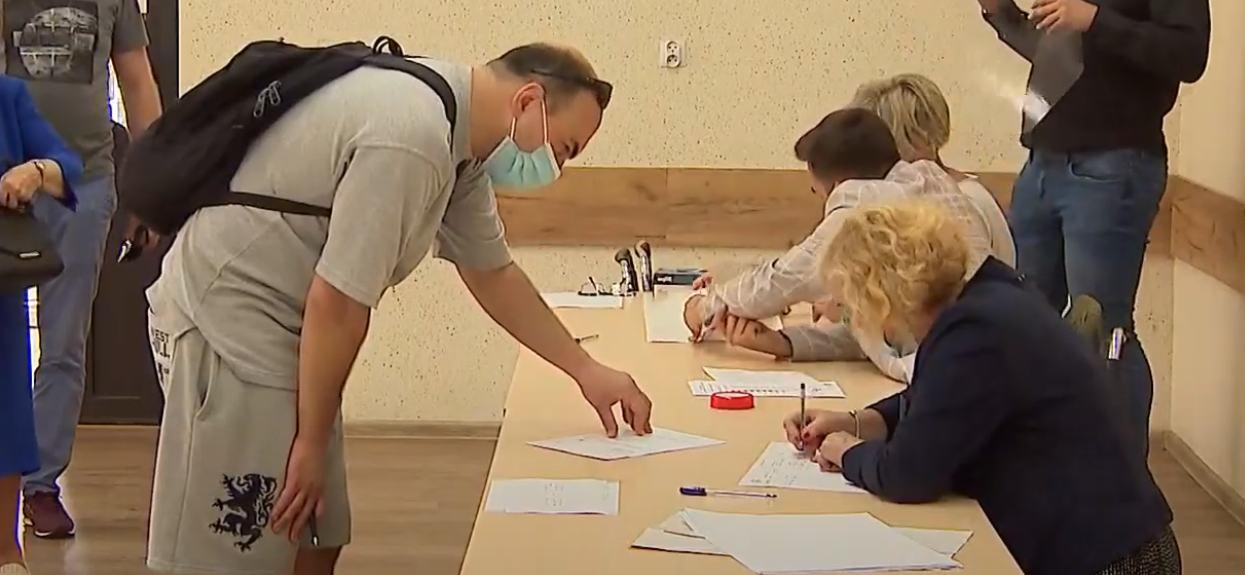 Wiemy jak głosowali Polacy z różnym wykształceniem. Im wyższe, tym więcej tracił jeden kandydat
