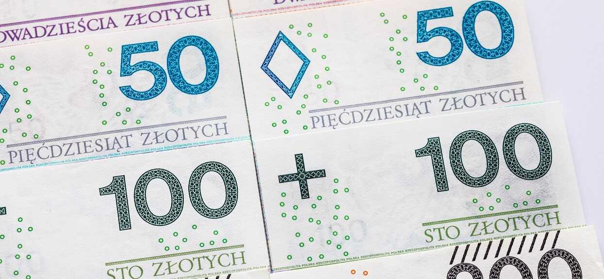 """Lada dzień Polacy dostaną nawet po 4200 złotych """"na głowę""""? Wystarczy, że zostanie spełniony jeden warunek"""