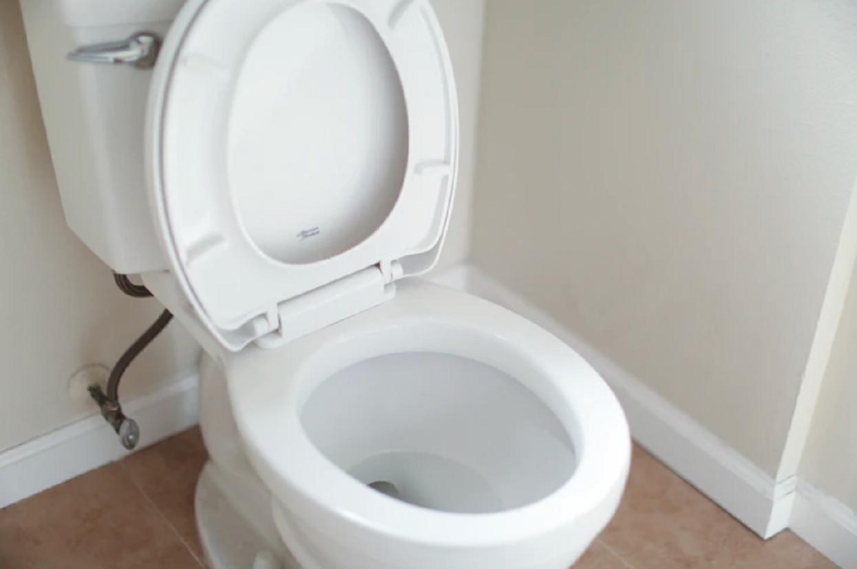 Wystarczy umieścić czosnek w toalecie na noc. Efekt przechodzi najśmielsze oczekiwania