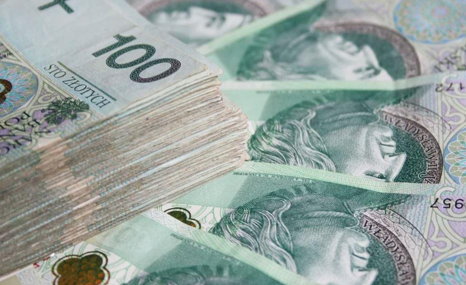 """2400 złotych """"na głowę"""". Spełnisz jeden warunek i dostaniesz pieniądze"""