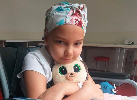 10-letnia Nadia choruje na nowotwór, ale sama pomaga innym. Niezwykłe dziecko