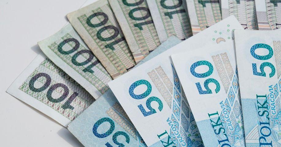 12 000 plus dla 6,5 miliona Polaków. 5 roczników może dostać dodatkowe pieniądze?