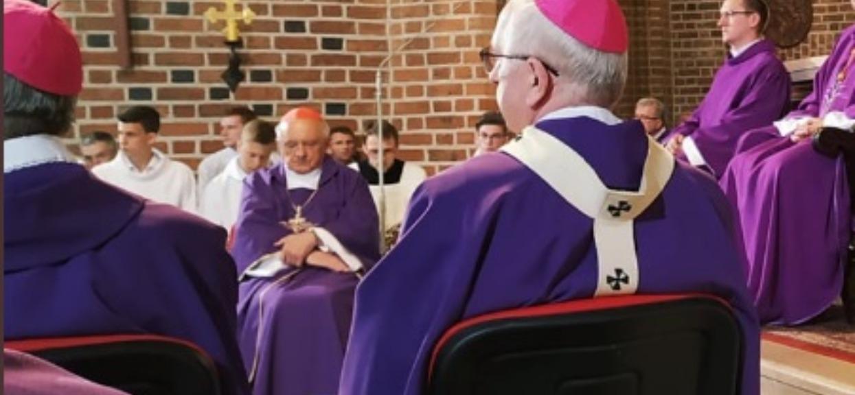 """Episkopat opublikował właśnie ostre oświadczenie. """"Chore zwyczaje narodowe i rodzinne"""""""