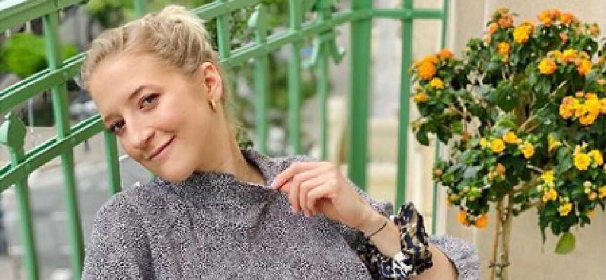 Lara Gessler pokazała bardzo stare zdjęcie mamy. Nie do wiary, jak kiedyś wyglądały jej słynne blond loki