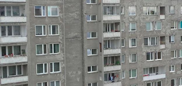 62-latek wyskoczył z okna. W jego mieszkaniu dokonano jeszcze bardziej okropnego odkrycia