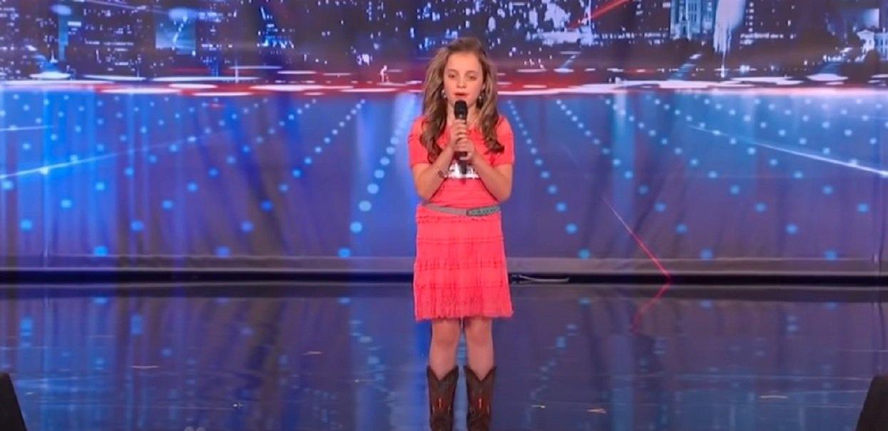"""11-latka weszła na scenę """"Mam Talent"""" i chwyciła mikrofon. Otworzyła usta, ale nikt nie spodziewał się podobnej rzeczy"""