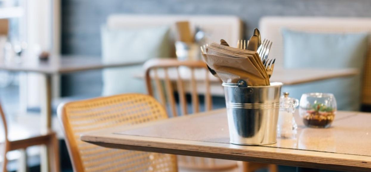 Kontrola w polskich restauracjach wykazała porażające wyniki. Tak oszukują klientów