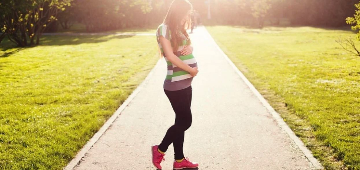 Nastolatka nie wie, jak zaszła w ciążę. Nie współżyła z chłopakiem, mówi o niepokalanym poczęciu
