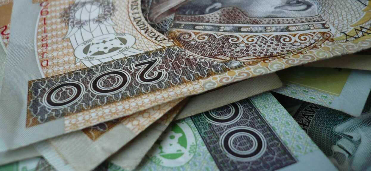 Do mediów wyciekły poufne dokumenty. Pensje minimalne Polaków zostaną obniżone?