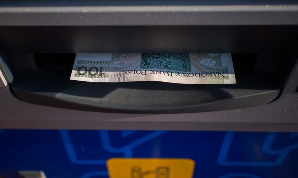 Wypłacasz pieniądze z bankomatu? Możesz się mocno zdziwić, NBP wydało oficjalne oświadczenie