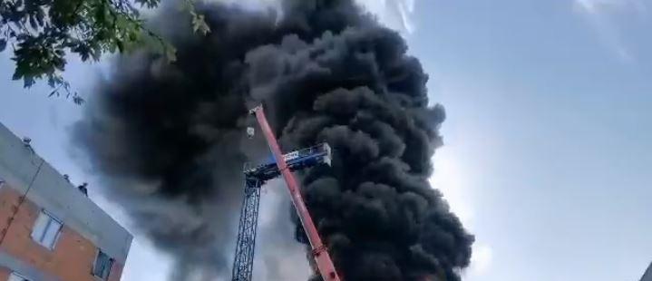 Tragedia w polskim mieście. Ogień jest bezlitosny, dym widać z co najmniej kilku kilometrów