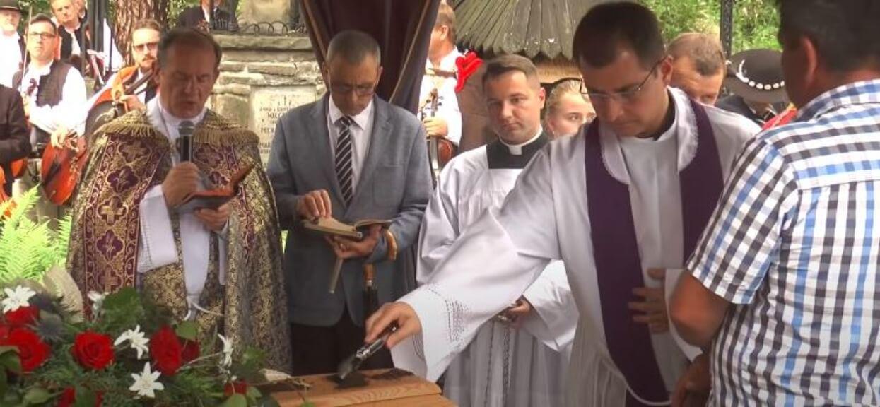 Niebywałe sceny na pogrzebie Karpiel-Bułecki. Zdjęcie pojawiło się w sieci