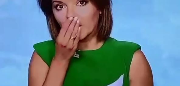 Porażające sceny w programie na żywo. Widzowie nie wierzyli, gdy prezenterka nagle sięgnęła do ust