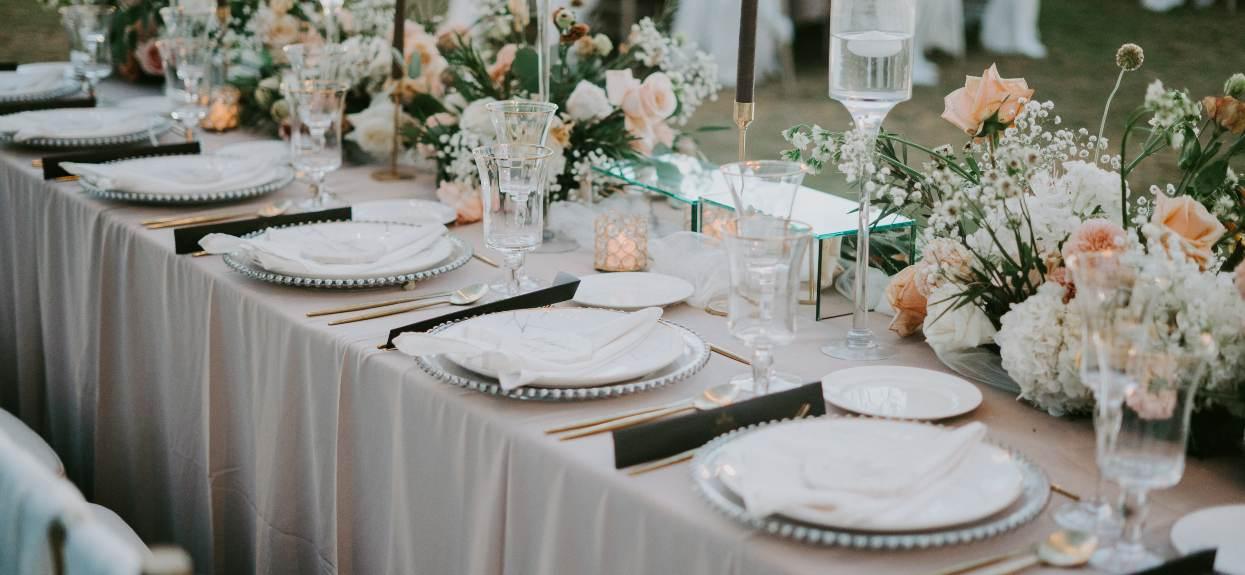 Czy w związku z rekordami zachorowań, liczba osób na weselu powinna być znacznie ograniczona?