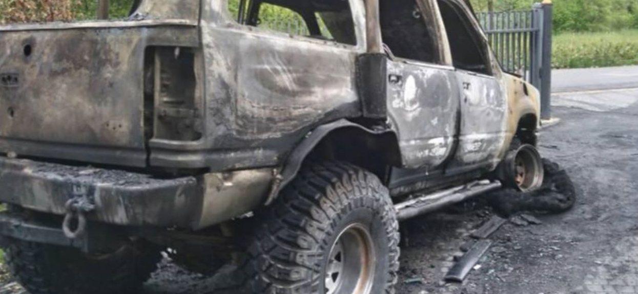 Samochód gwizdy disco polo doszczętnie spalony. Zdjęcia z miejsca dramatu porażają