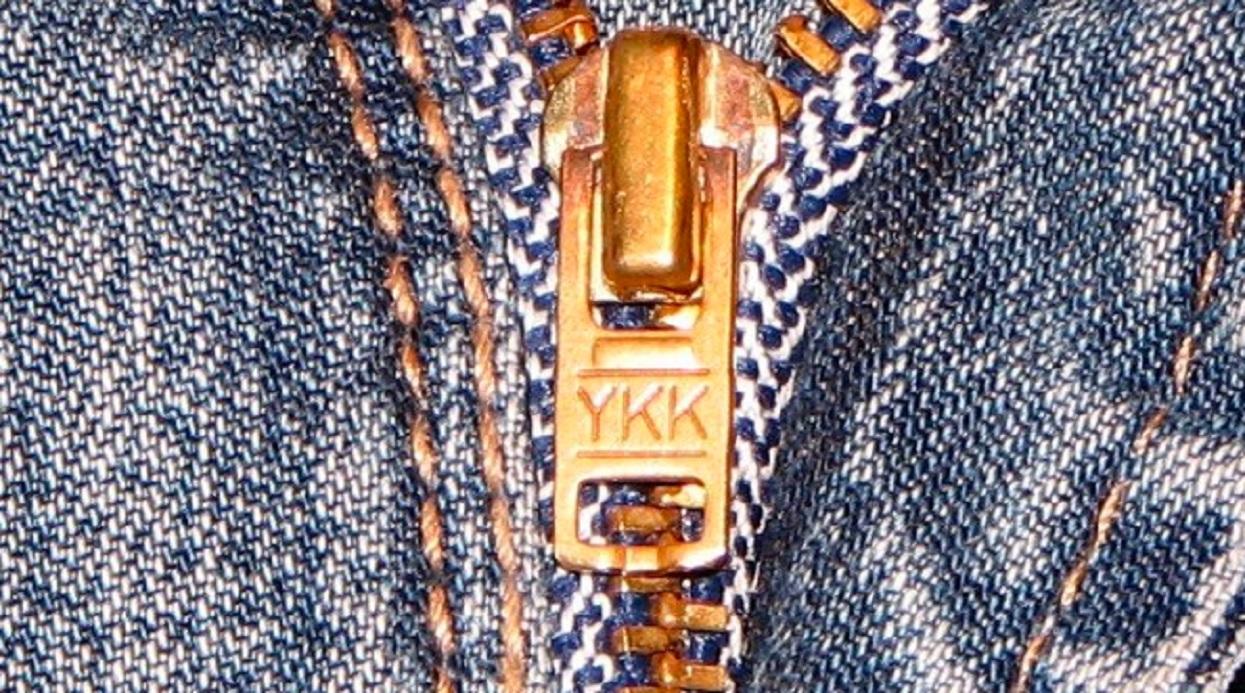 Masz na suwaku litery YKK? Ważny znak, każdy powinien wiedzieć, co oznacza