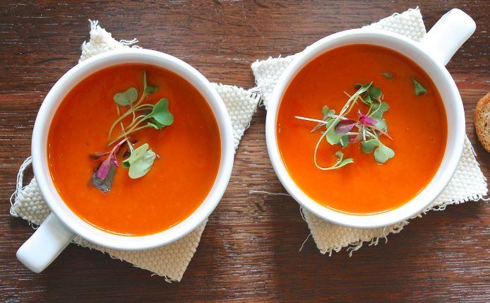 Zupa pomidorowa z ryżem czy z makaronem?