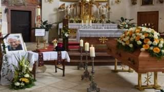 Niebywałe sceny na pogrzebie brata papieża, ciężko powstrzymać łzy. Co się stało z Benedyktem?